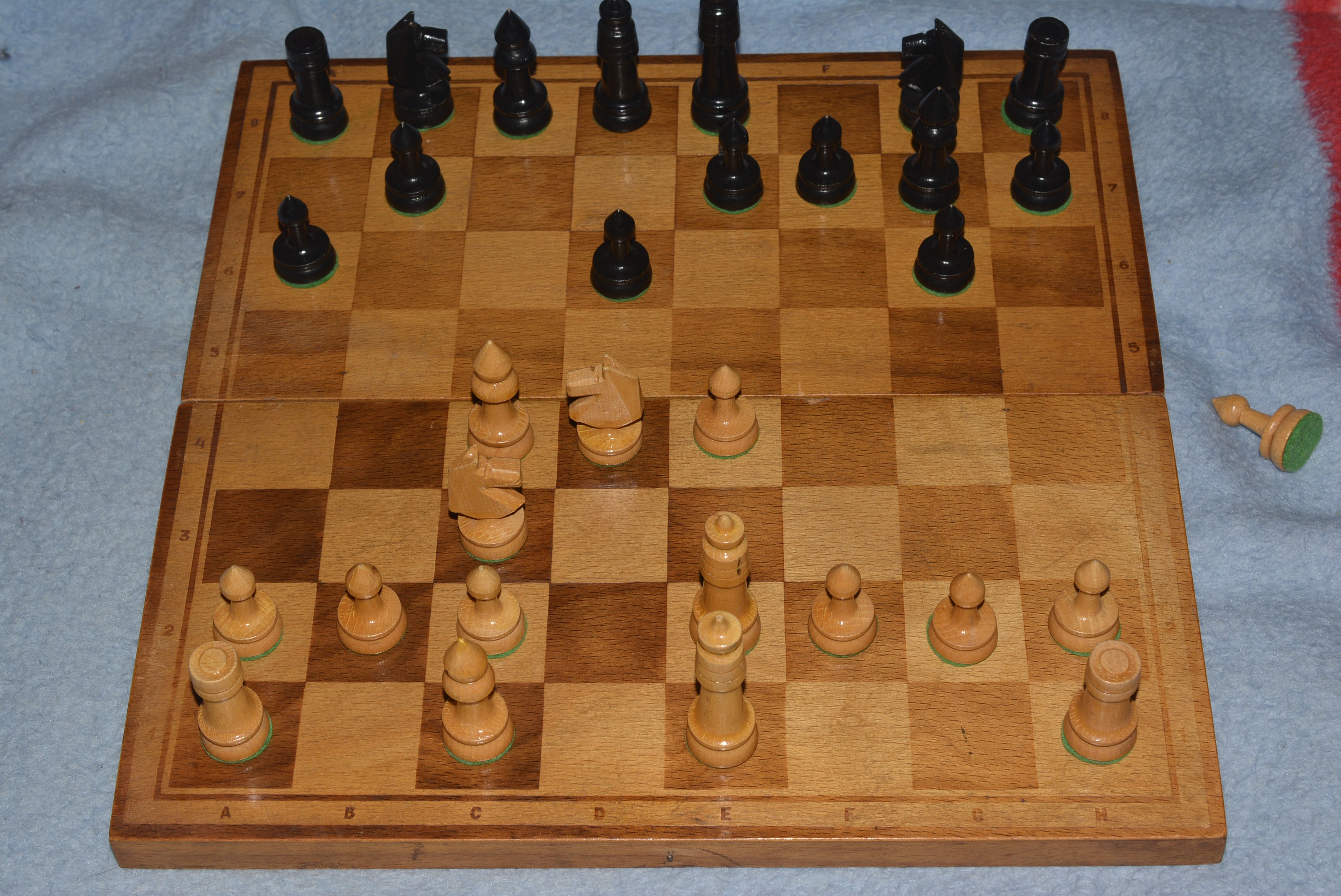 how to set up chess pieces