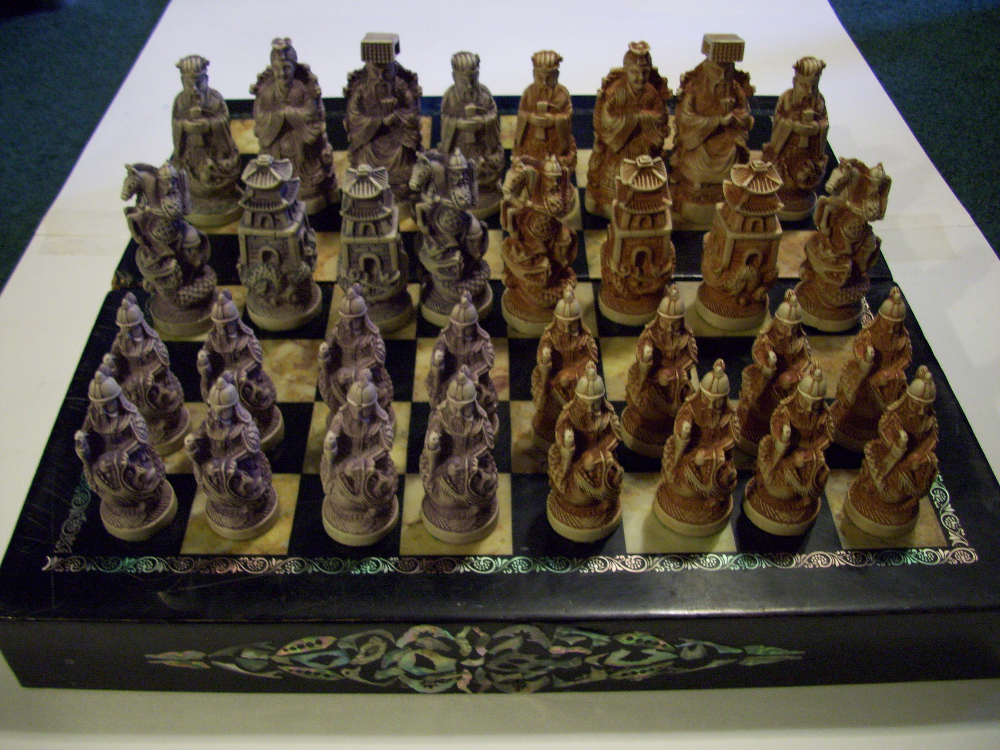 Antique chess game found?