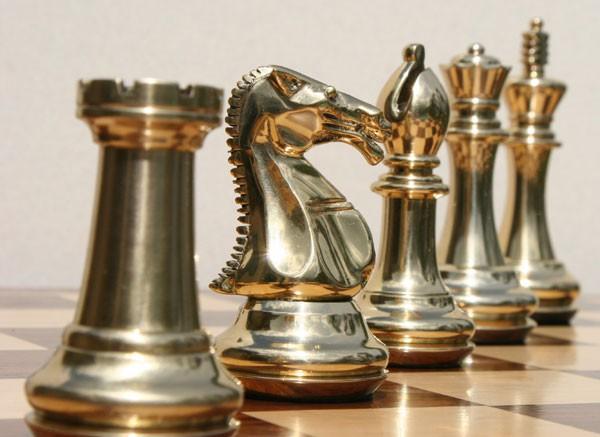 Cheap wood vs nice plastic - Chess nice image ...