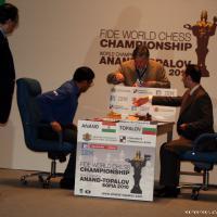 Ананд победи в най-трудния мач в живота си