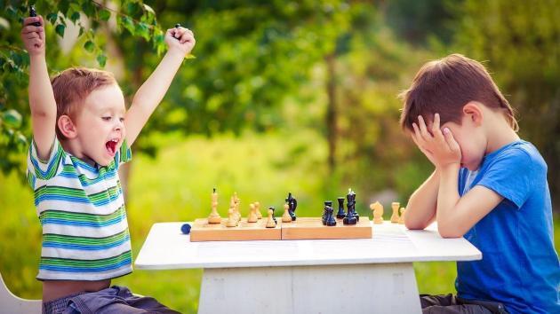 Resultado de imagen para jugando ajedrez