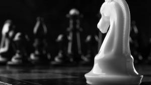 Прекрасные, но бесполезные шахматные фигуры.