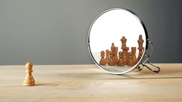 Ajedrez a través del espejo