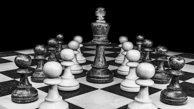 10 humillantes paseos del rey a través del tablero