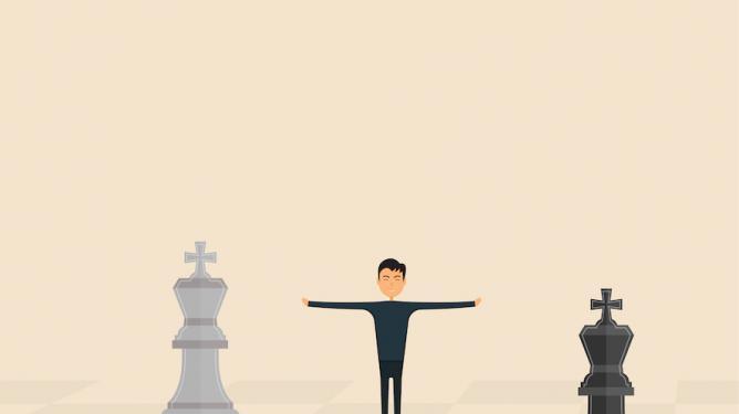 Les arbitres interviennent-ils trop aux échecs ?
