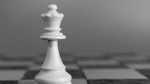 Смертельная схватка: ферзь против двух ладей