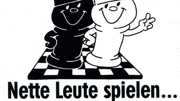 Nette Leute spielen Schach