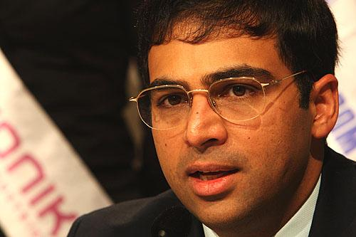 Anand Crushes Naiditsch with the Ruy Lopez 4.d3!?
