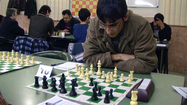 Rook or Knight +e4 pawn قربانی تفاوت شما قضاوت کنید؟