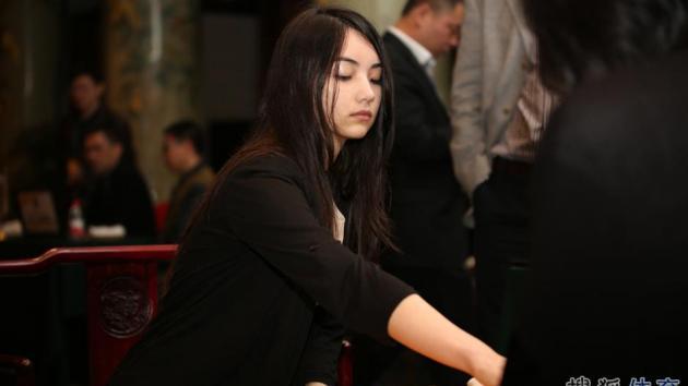 beautiful female weiqi players