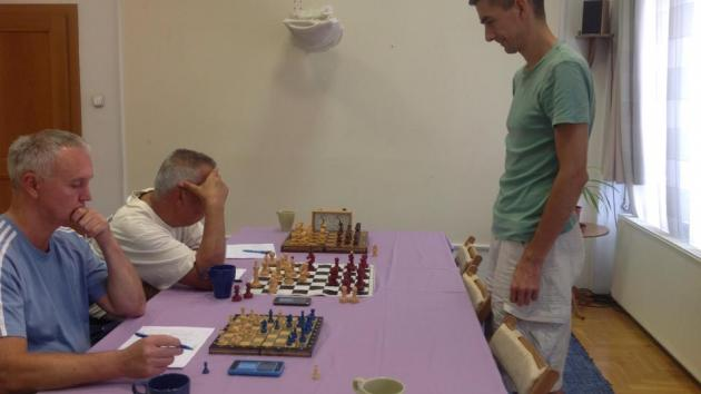 LIVE broadcast on the 20 players simul with IM Attila Turzo