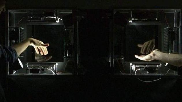 جادوی جدید تکنولوژی :لمس یکدیگر از فاصله چندهزار کیلوم?