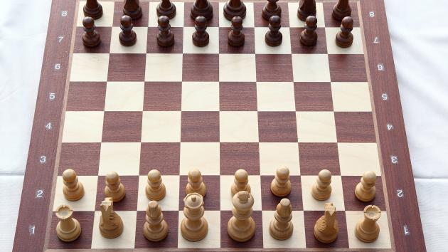 (10) Chess trivia - starting position