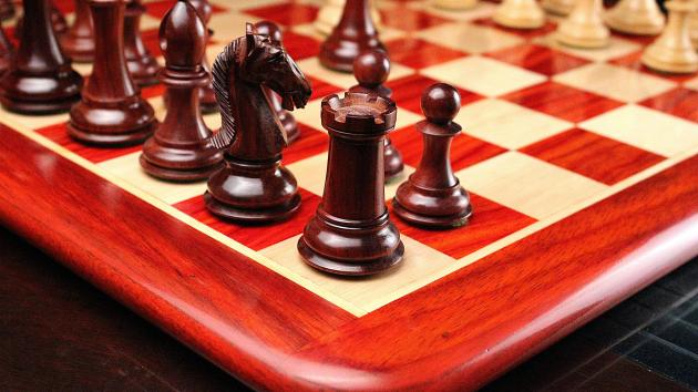 How to Make Perfectly Carved Wooden Chess Set / Pieces at Home