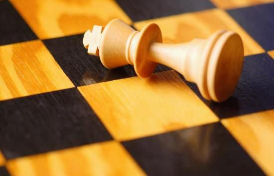 Common themes in action: back rank mate and passed pawn. Learn them and win!