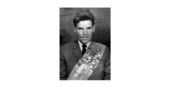 Rashid Gibiatovich Nezhmetinov, a Hero and Artist of the Chessboard