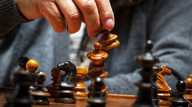 You make more risky choices as the day wears on, chess study suggests
