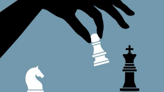 MidnasLament v. tcassar - Queen's Indian Defense