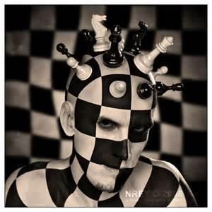 Nuestras sombras cuando jugamos ajedrez.