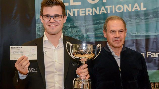 Carlsen gana con autoridad por Maestro Internacional Juan Röhl
