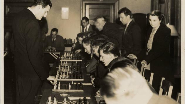 Want a old chess pics