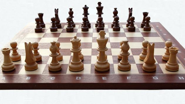 How to Remember the Beginning Position of Chess Pieces.