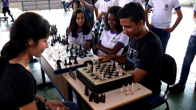 'Plugue' mostrou desafio simultâneo de xadrez