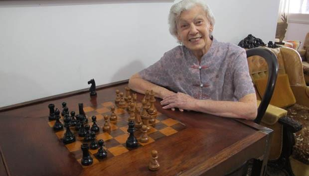 One hundred years lady becomes Chess sensation