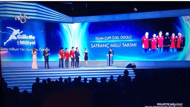 Satranç Millilerine Gillette Milliyet Yılın Sporcusu Ödülü!