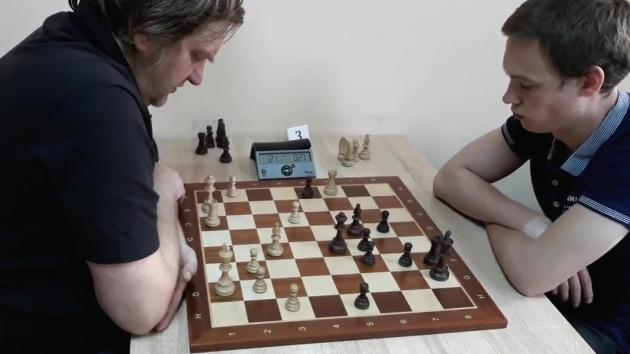 How to lose, having an extra rook