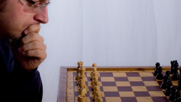 11 tips to play better chess games