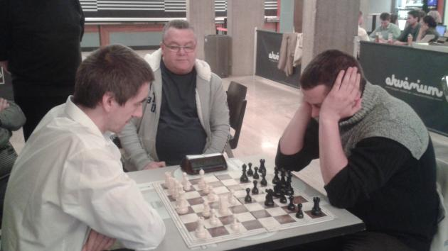 Round 2 for the Grandmaster title - Victory with a pawn sacrifice