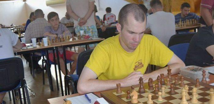 Road to the Grandmaster title - Game 21 - Tense middlegame in the Torre-attack