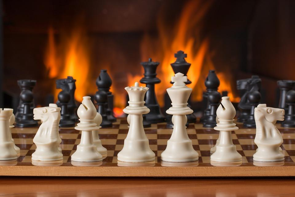 THE SACRIFICE IN CHESS: the Kamikaze pieces / By M. Benavides
