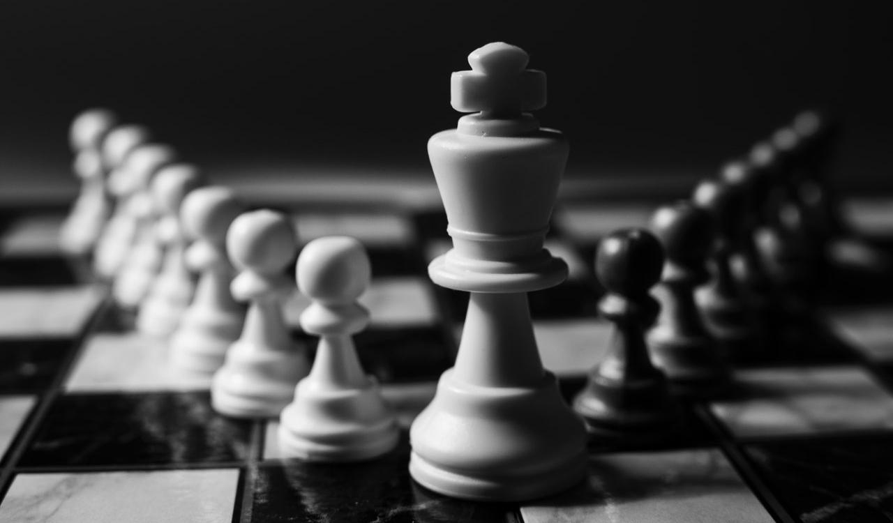 10 Chess Puzzles Explained about Pawn Endgames (+ Video)