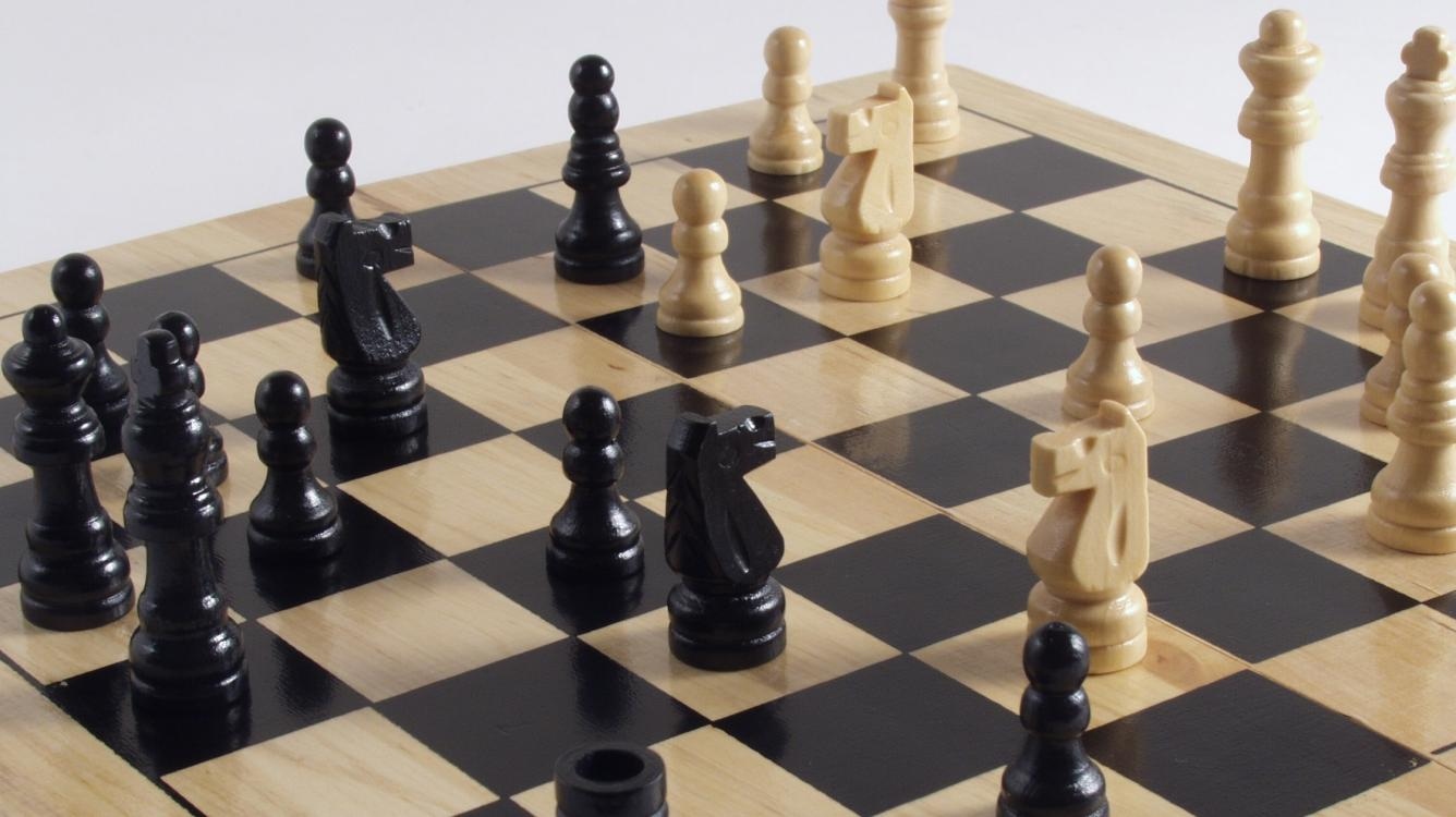 11 Amazing Checkmate Combinations (+ Video)