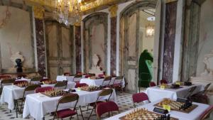Chess at the chateau. Part 1: a perfect start