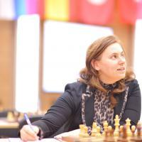 Judit held with Black to eliminate Karjakin