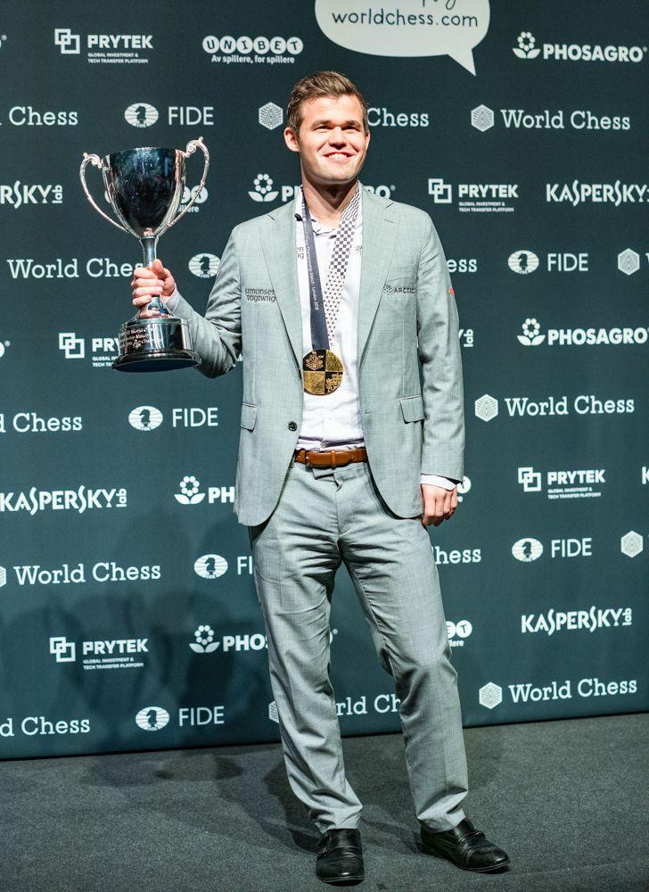 2018 World Chess Championship Carlsen Trophy Closing Ceremony