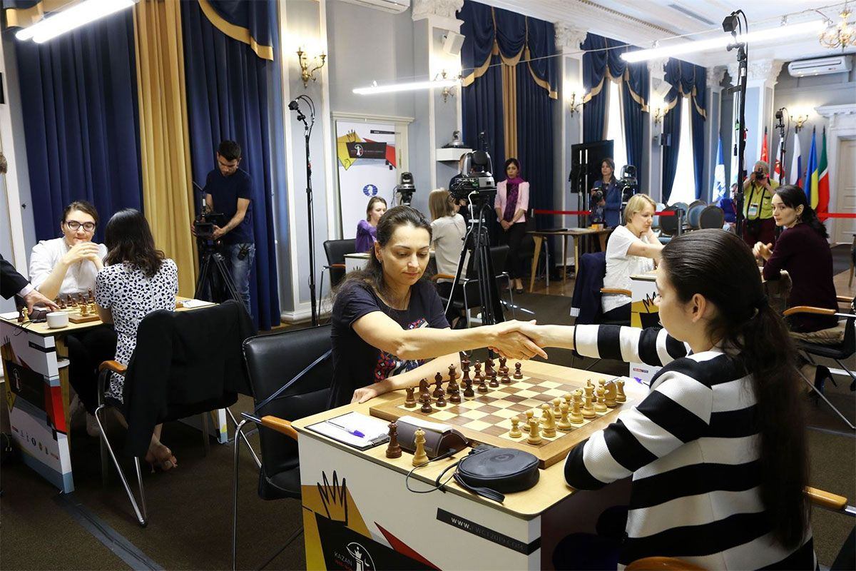 A consummate performance by Goryachkina (in stripes) against Kosteniuk. | Photo: FIDE.