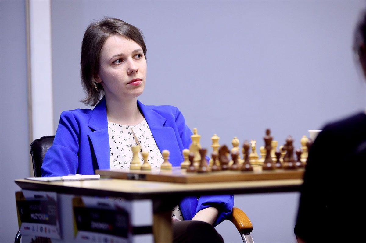 Hmmm... Rxf5!? Mariya Muzychuk finds a devilish strike against Tan Zhongyi. | Photo: FIDE.