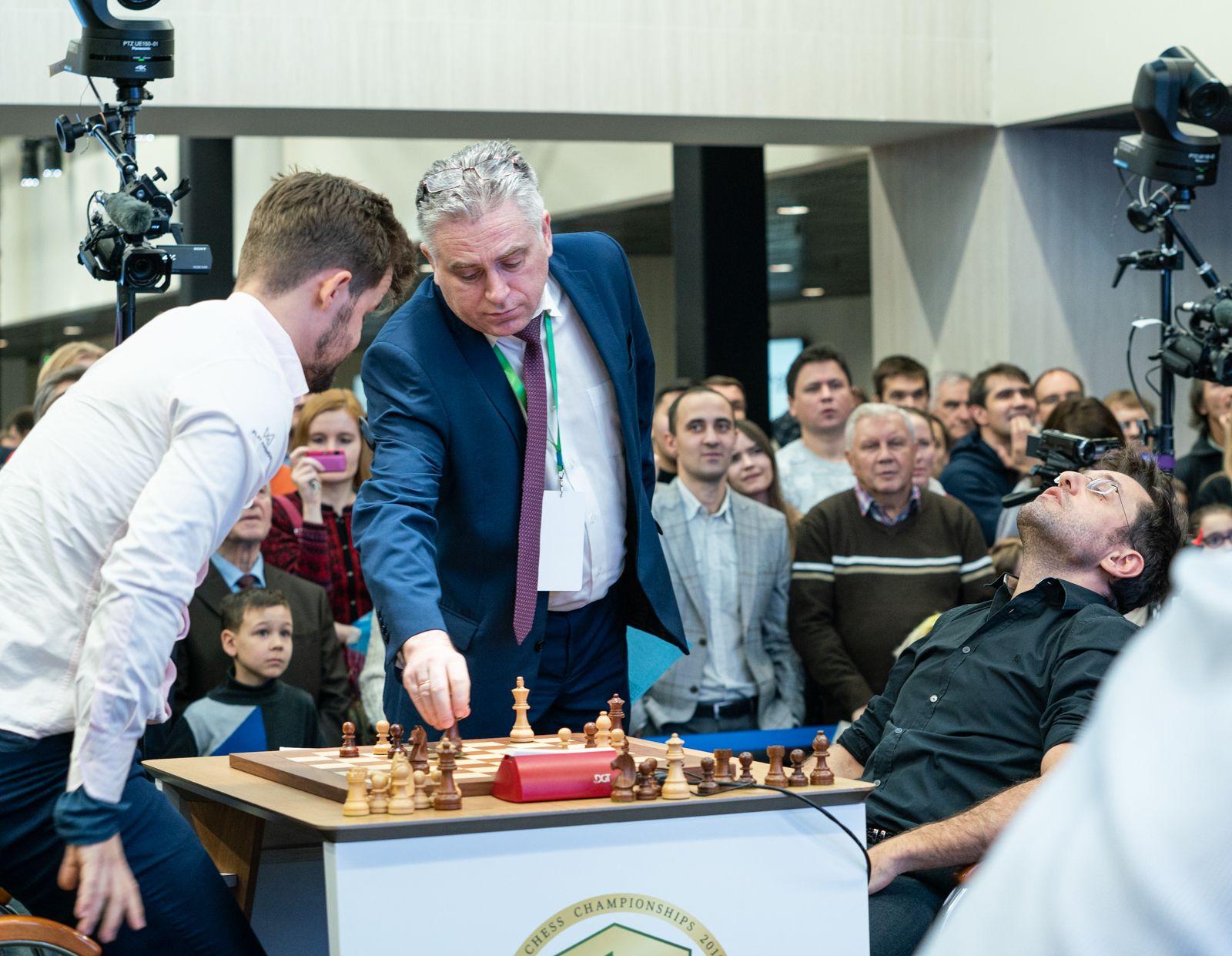 Aronian Carlsen queen blunder 2021 World Rapid Chess Championship