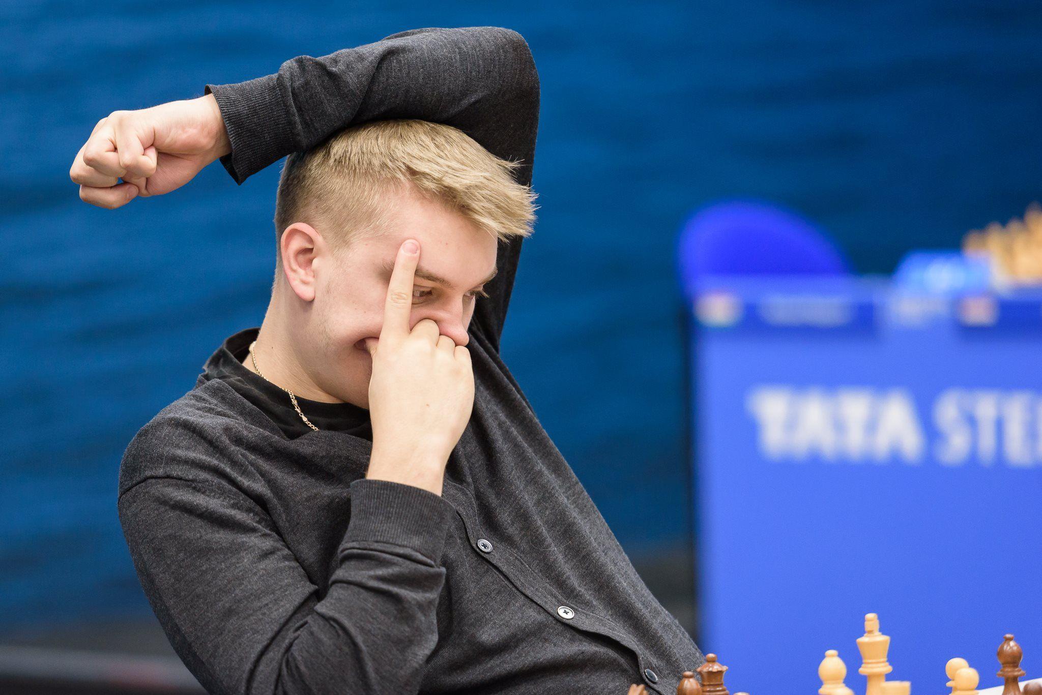 Tata Steel Chess R4: Carlsen Beats Giri's Drawing Streak