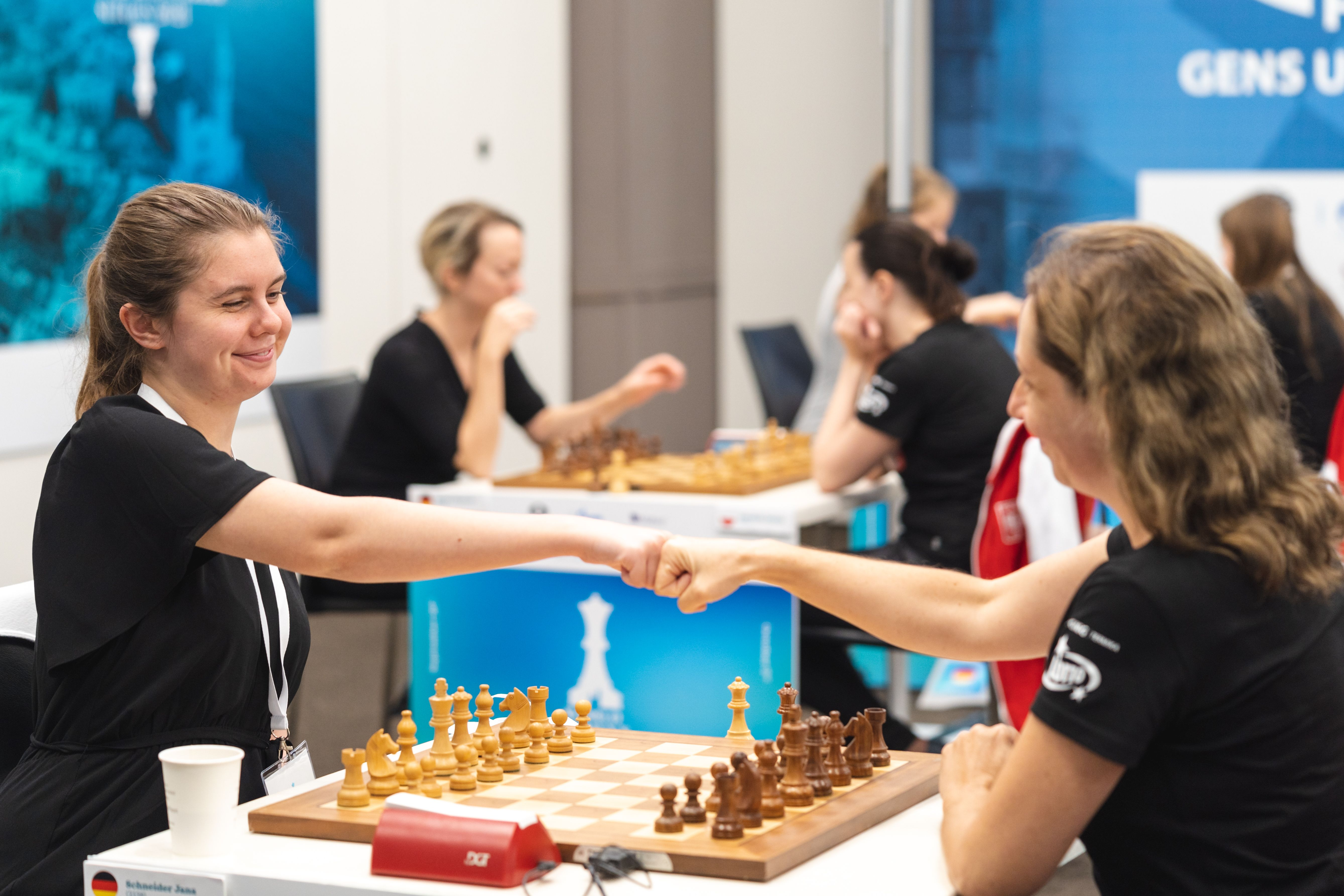 Яна Шнайдер против Моники Чоко на командном чемпионате мира среди женщин