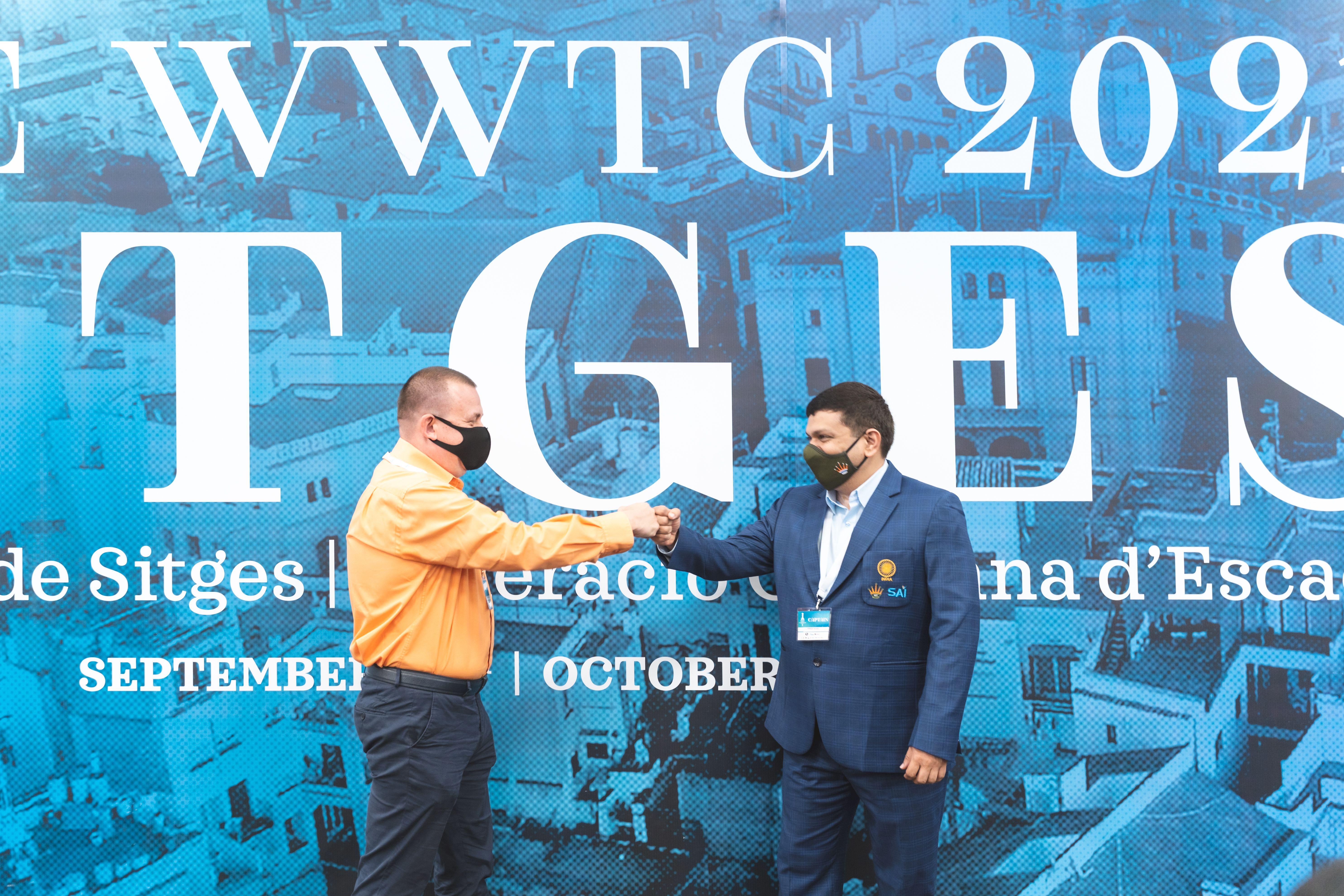 Капитаны сборной России и Индии гроссмейстер Сергей Рублевский и гроссмейстер Абхиджит Кунде на командном чемпионате мира среди женщин