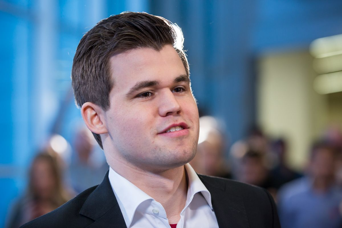 Carlsen was born in Tønsberg Norway on 30 November 1990 to Sigrun Øen a chemical engineer and Henrik Albert Carlsen an IT consultant The family spent one