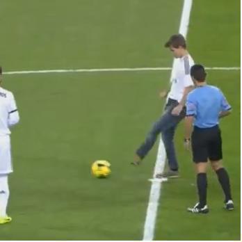 Magnus Carlsen Kicks Off Real Madrid vs Real Valladolid