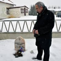 Historic Moment For Chess: Kasparov at Fischer's Grave