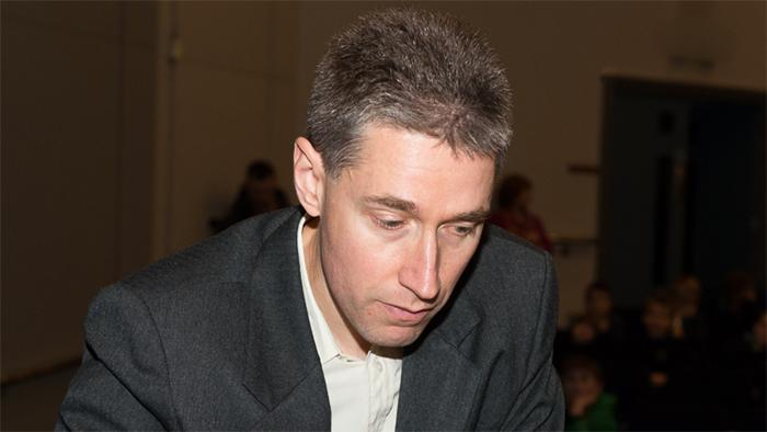 London R1: Adams Beats Caruana in Rollercoaster Game