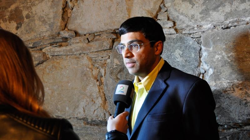 Drama Continues For Carlsen; Topalov In Sole Lead